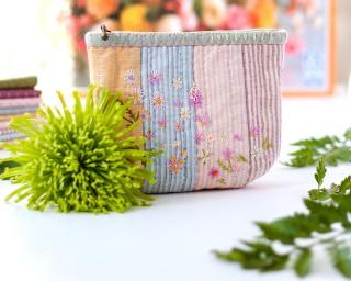 「滿溢著愉悅的花海」小收納袋